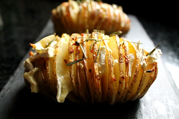 patatas hasselback y queso camembert