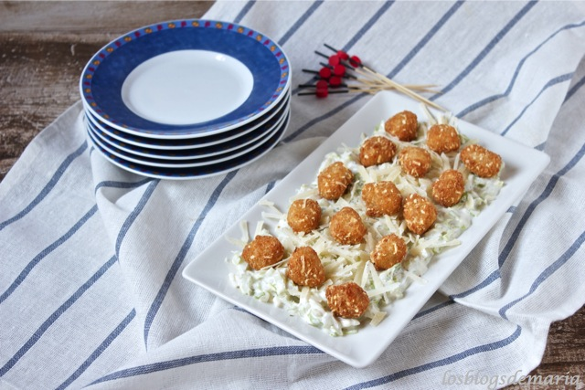 Ensalada de salsa de yogurt con pop nuggets
