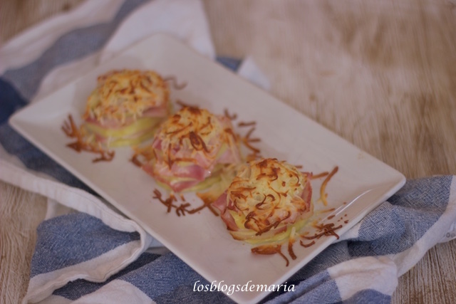 Manzanas con bacon y queso