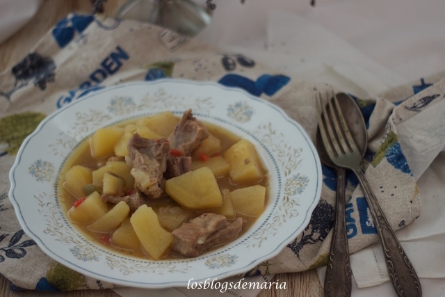 Patatas con costillas en Crock Pot