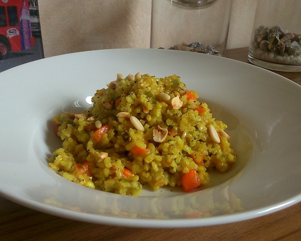 Arroz al curry con frutos secos